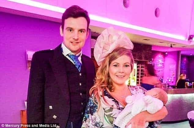 O bebê Harper juntos com os pais Kristi e Christopher