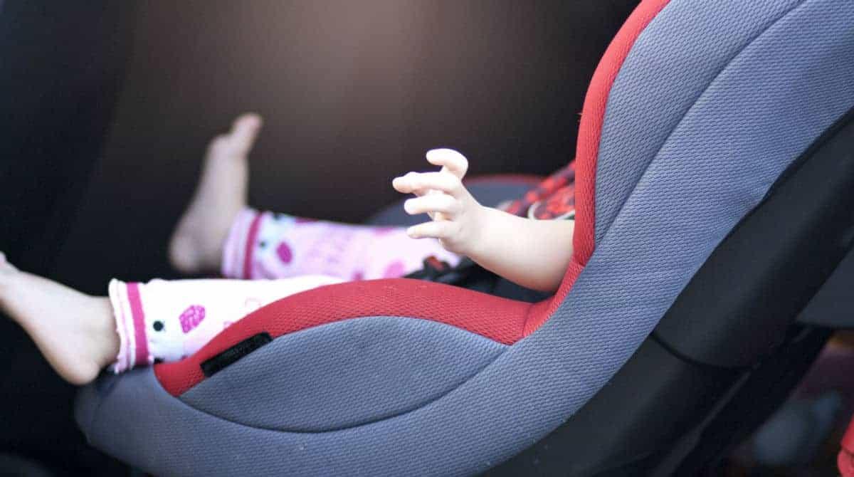 Uma bebê morreu após ficar alguns minutos no carro quente