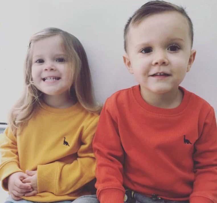 Bebê com o irmão gêmeo antes de ser diagnosticado com leucemia