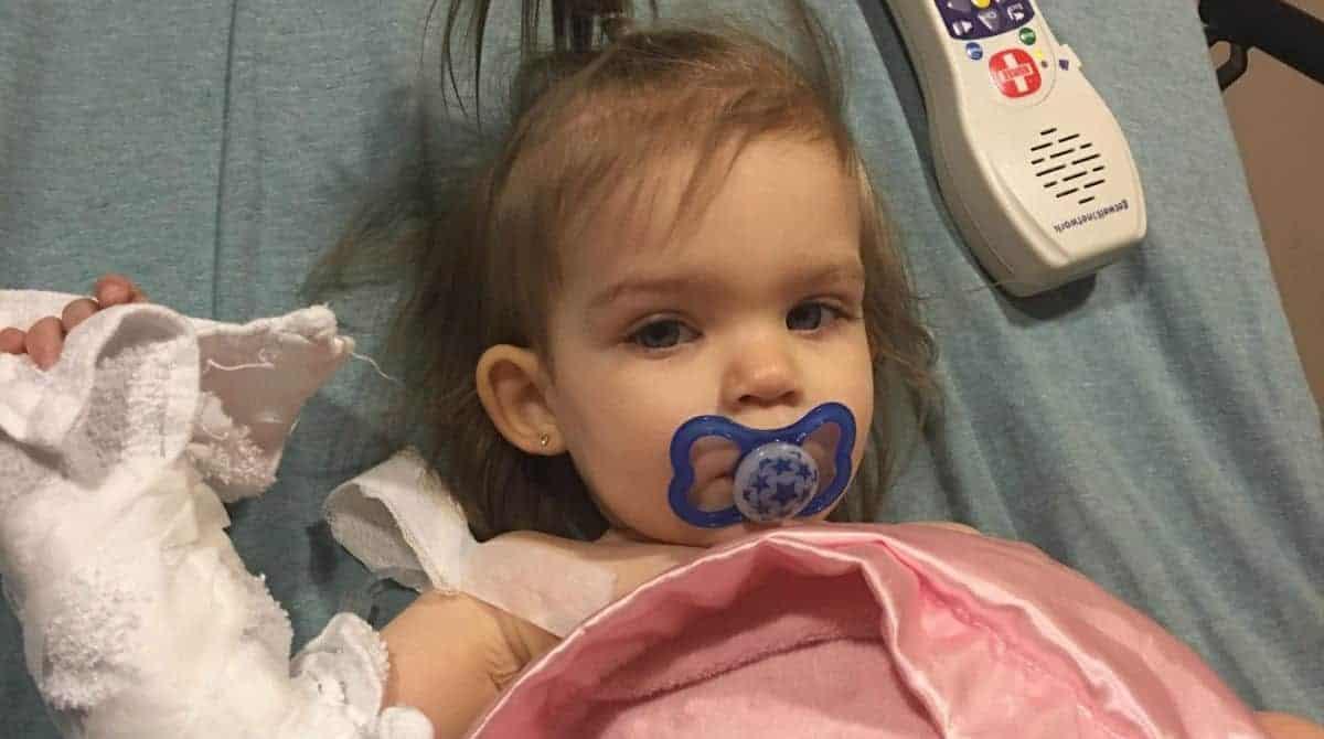 Acompanhe agora o triste caso dessa bebê de apenas 18 meses