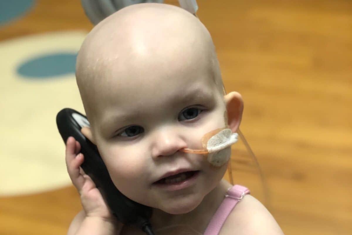 A menina Callie tem apenas 18 meses e luta contra um câncer avançado