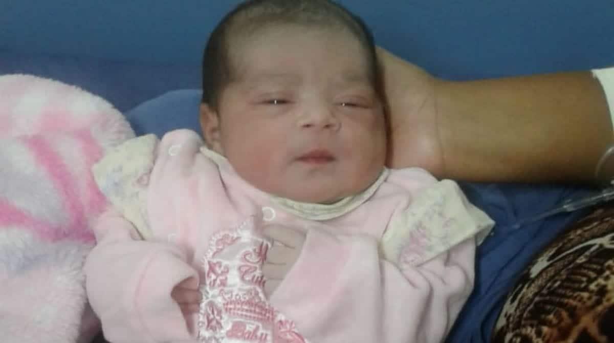 Menina recém-nascida que faleceu após baterem no carro de sua mãe