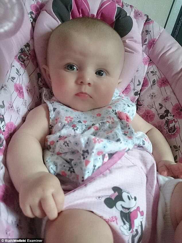 Essa é a foto da bebê Kia antes de ter meningite