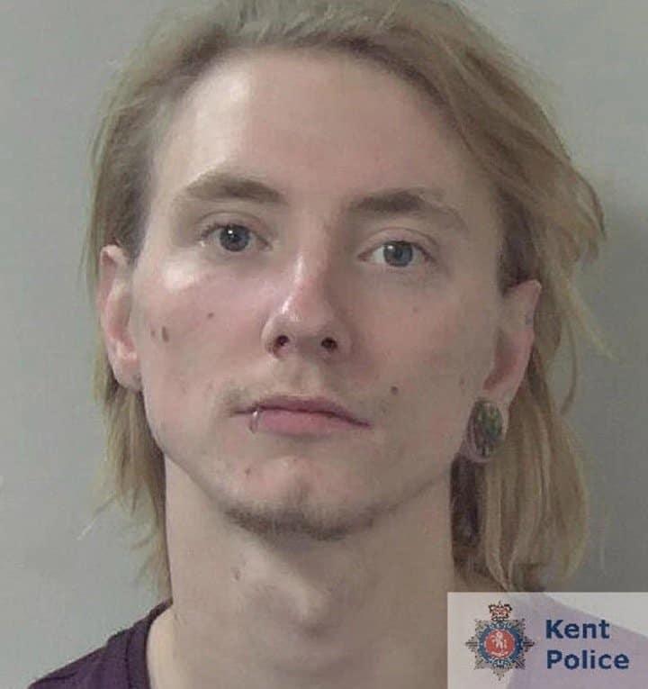 Pai foi preso por crime contra seu bebê menino