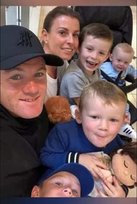 Wayne Rooney e a esposa querem bebê menina