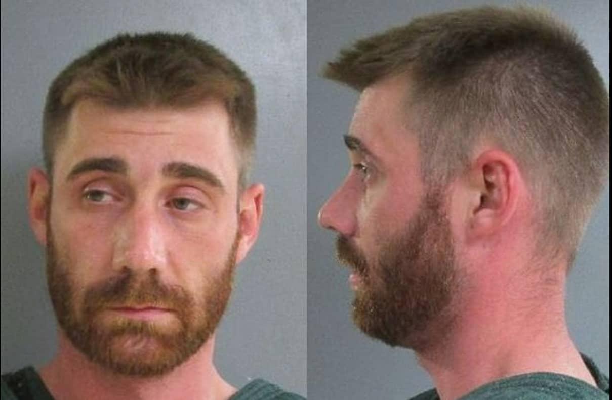Está preso o pai Michael Glance após ter atirado em seu bebê