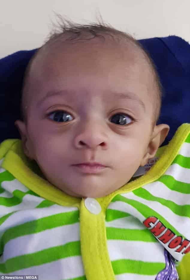 A bebê que nasceu pesando menos que um chocolate recebeu alta do hospital