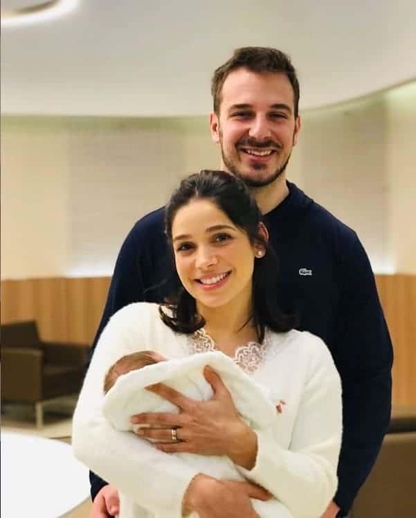 Agtriz Sabrina Petraglia com seu bebê Gael e o marido