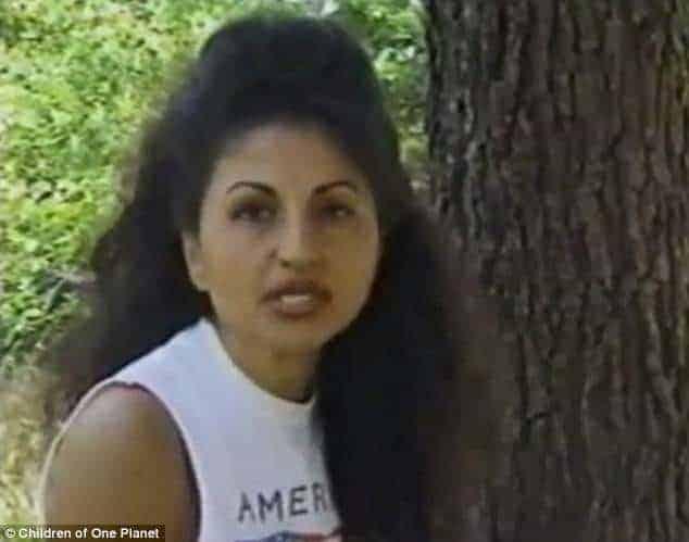 Essa era Azita em entrevista em 1998 pouco após ter encontrado Matthew