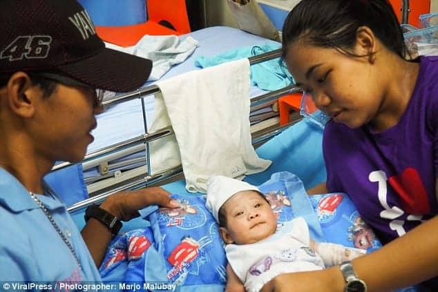 Os pais do bebê Nhel Jhon Prado
