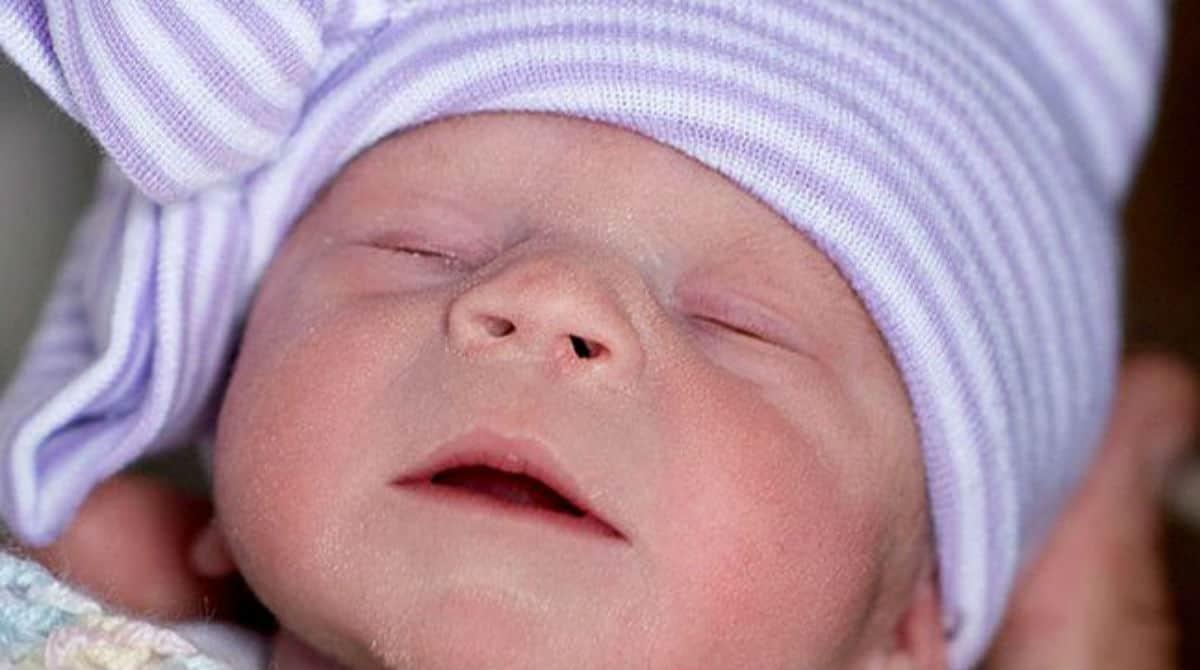 Bebê que nasceu de um útero doado