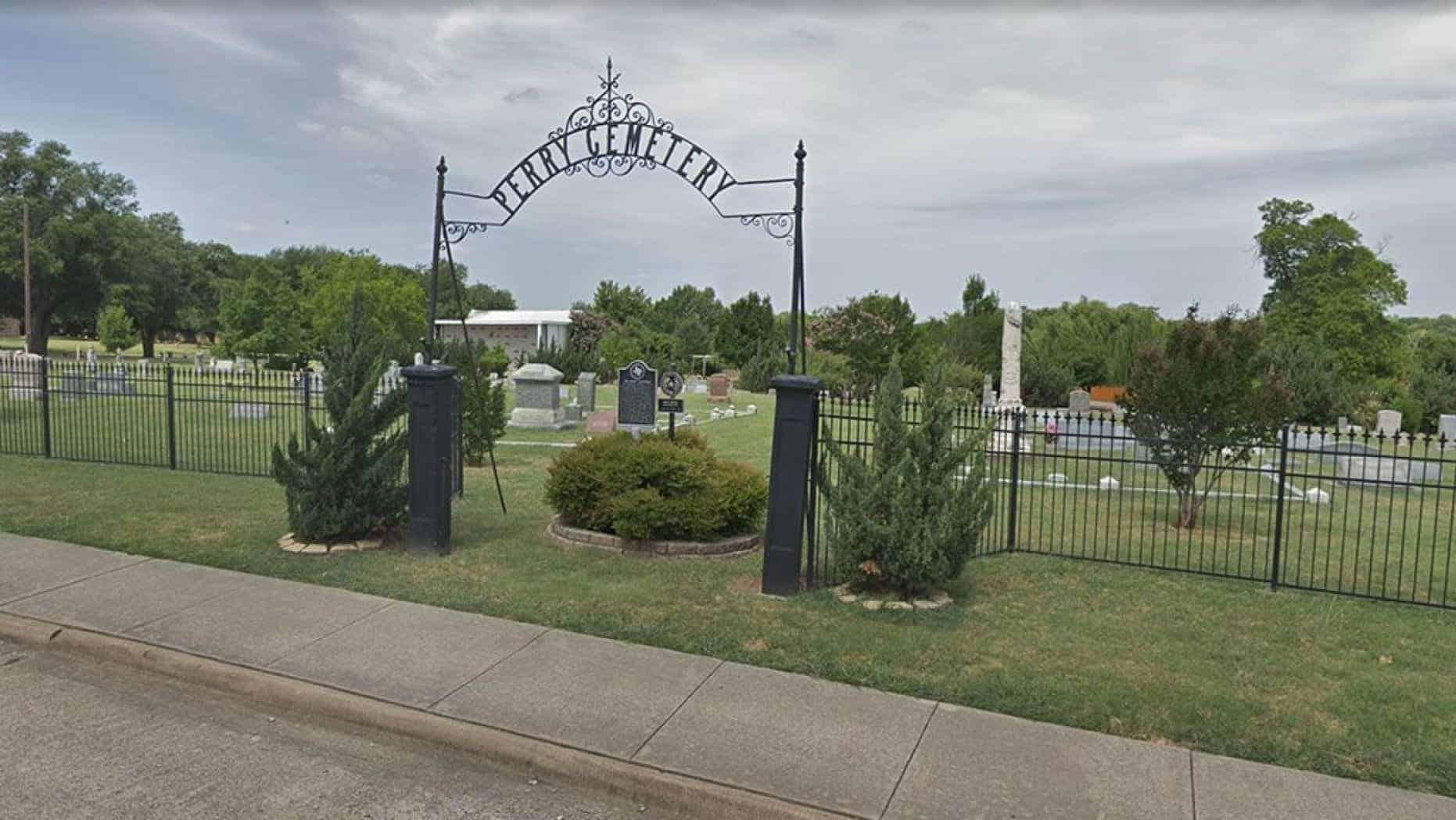 Foi nesse cemitério que a bebê foi achada