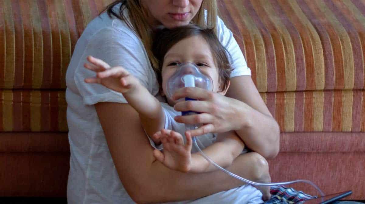 Entenda quando bebês e crianças com suspeita de coronavírus devem ir para o hospital