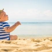 Confira dicas para levar os bebês para praia