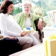 As brincadeiras para o chá de bebê divertem os convidados