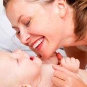 Confira dicas para estimular seu bebê com brincadeiras