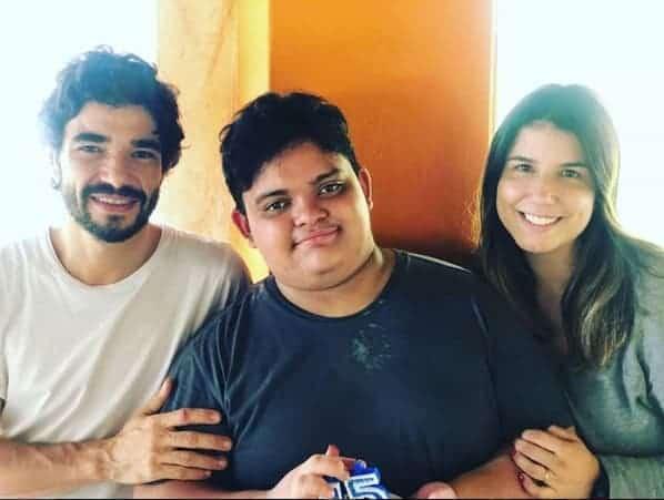 No aniversário de 15 de seu filho Antonio, Caio Blat e seu ex-mulher Ana Ariel