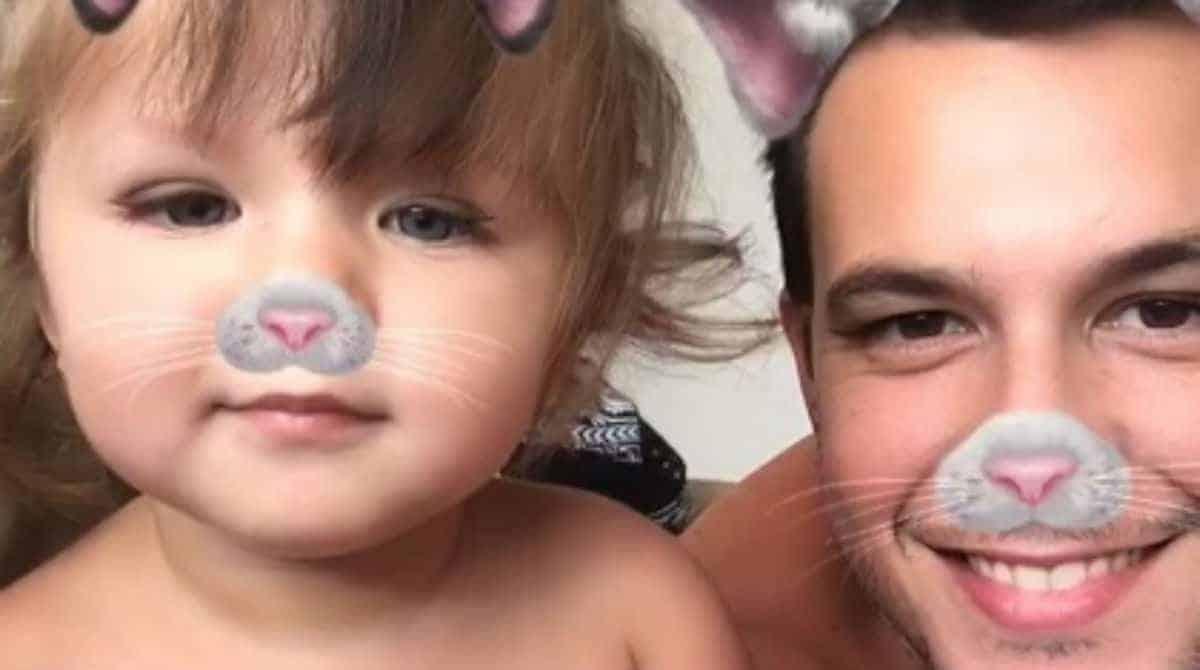 Cantor Dan Arruda e sua bebê Georgia