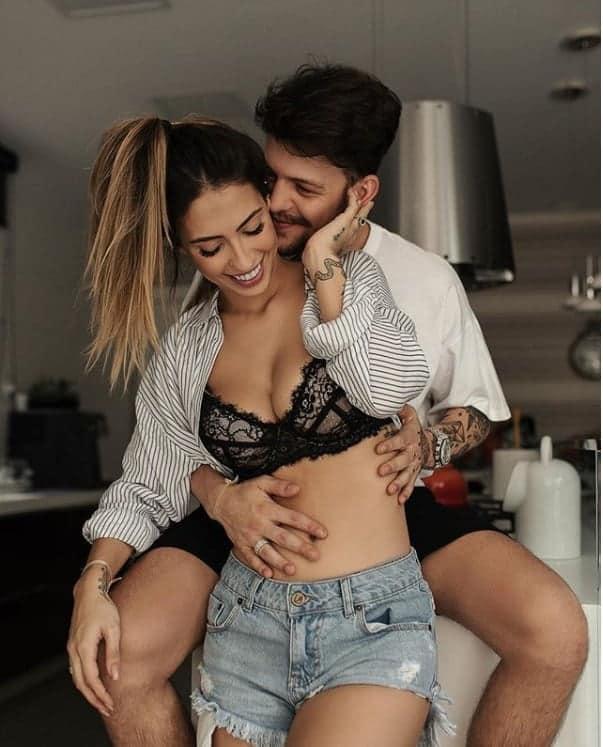 Para anunciar sua gravidez Gabi Brandt postou essa imagem