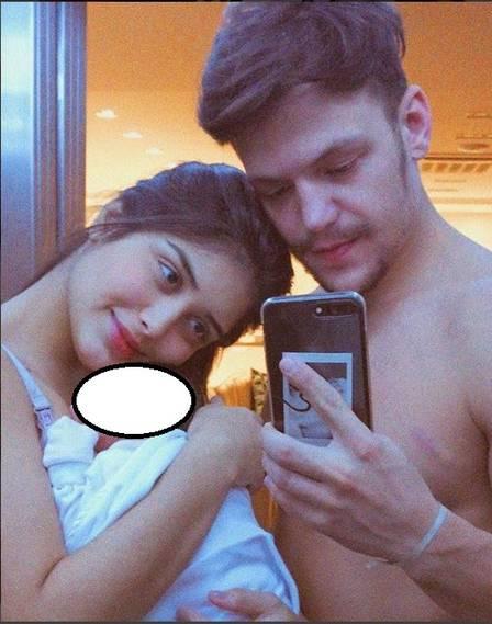 O pais Letícia Almeida e Saulo Poncio com sua bebê no colo