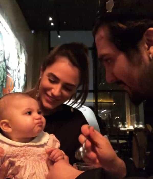 Cantor Luan Santana dando limão pra afilhada bebê