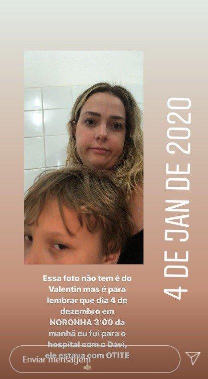 Carol Dantas com Davi Lucca em um hospital