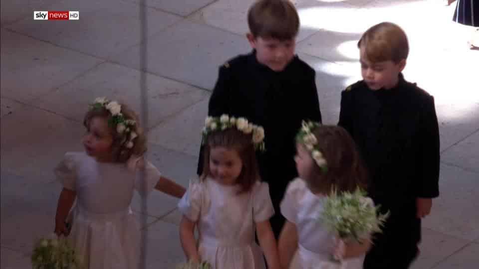 Outra imagem das daminhas e pajens do casamento real