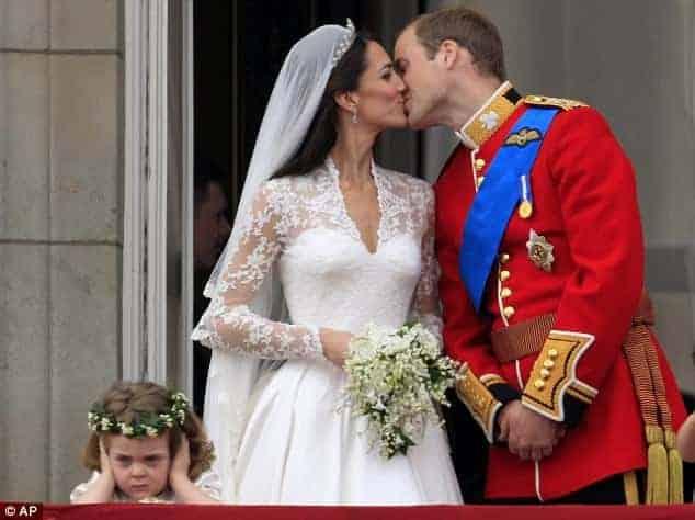 A prima desta daminha que roubou cena no casamento de Kate e Willian estará em outro casamento real