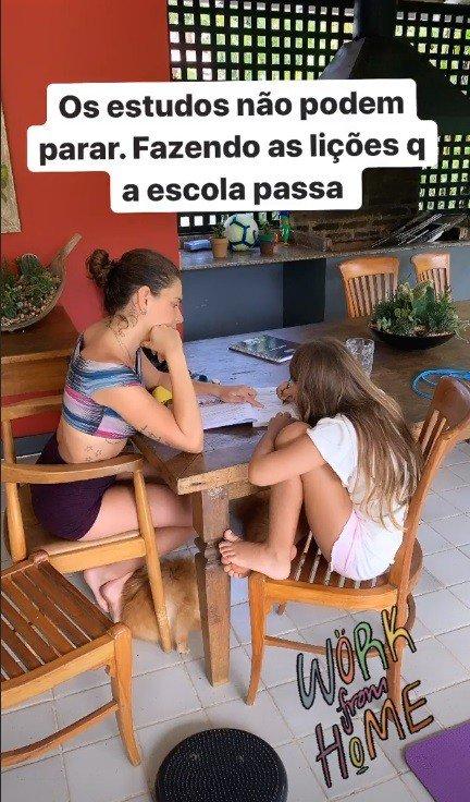 Cauã Reymond mostrou Sofia estudando com Mariana Goldfarb