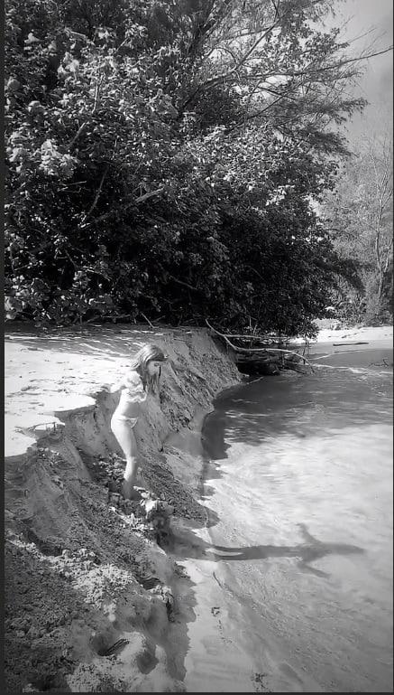 Filha de Cauã Reymond em viagem feita pelo Havaí