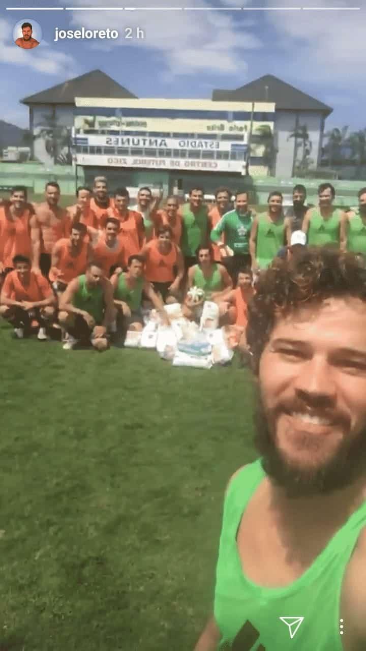 "Todos os participantes do jogo ""Futfralda"" organizado por José Loreto"