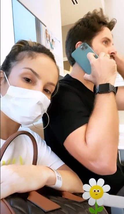 Claudia Leitte no hospital em que realizou exame