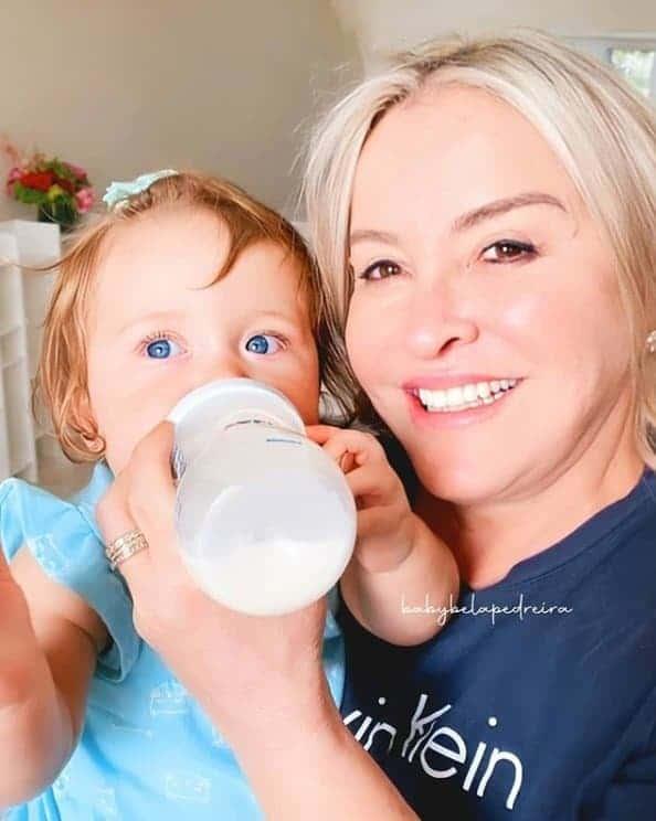 Mãe de Claudia Leitte com a netinha