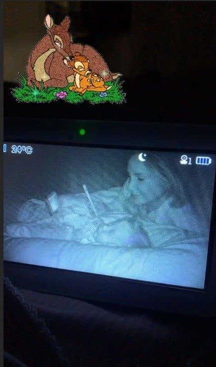 Claudia Leitte e sua bebê em flagra da babá eletrônica