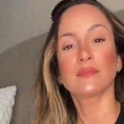 Claudia Leitte mostrou o inusitado penteado da filha