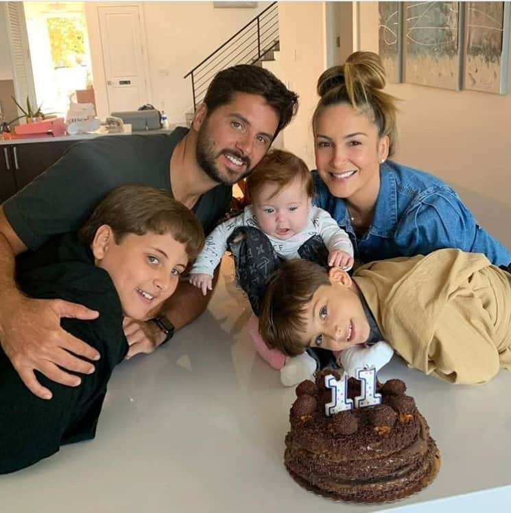Claudia Leitte com sua bebê e os dois filhos