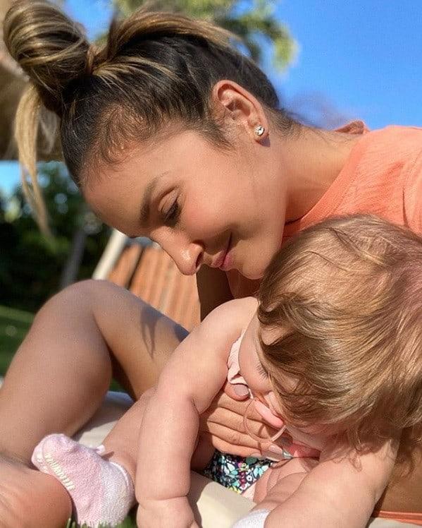 Claudia Leitte com sua bebê Bela