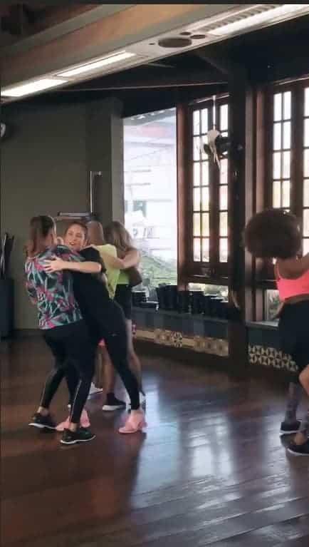 Veja Ivete Sangalo e Claudia Leitte dançando juntas