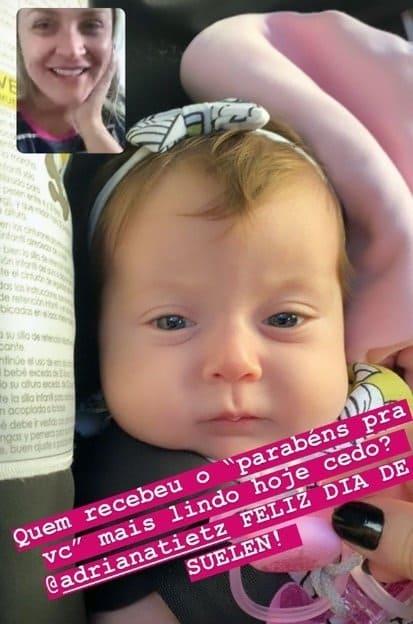 Claudia Leitte mostrou a filha com os olhos abertos pela primeira vez e encantou