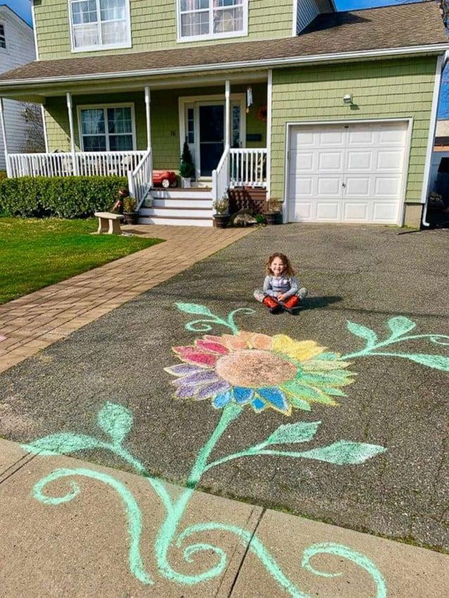 Os desenhos das crianças estão animando todos os moradores