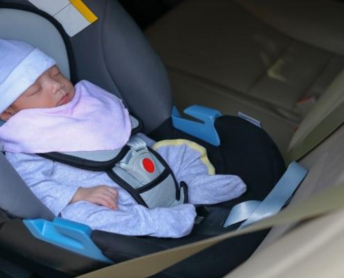 Confira a forma segura de transportar crianças