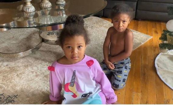 Menino e irmã que pediram alto valor em brinquedos