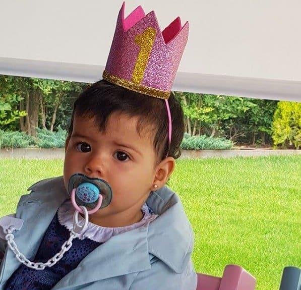 A pequena Eva, filha do craque Cristiano Ronaldo, em seu aniversário de um ano