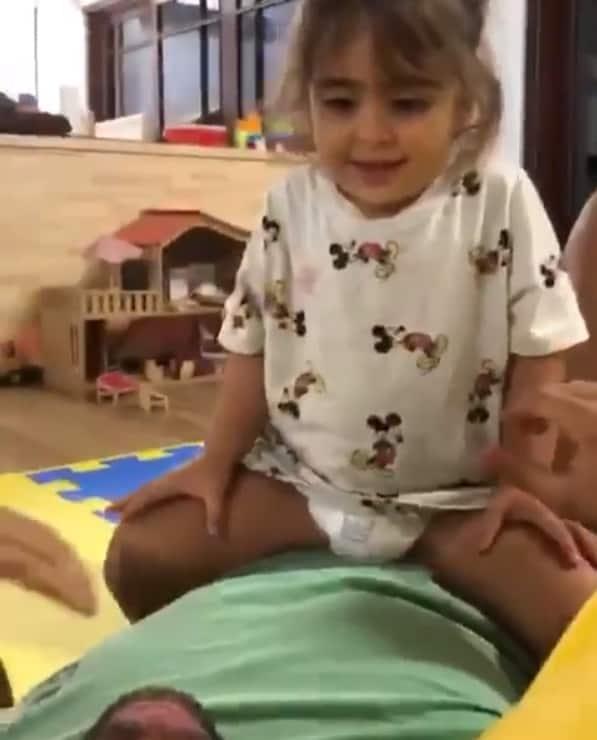 A fofa Marina brincando com Daniel Cady
