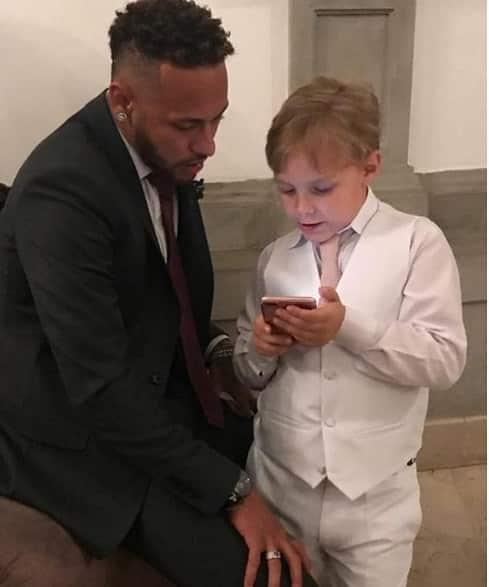 Davi Lucca curtindo a internet com o pai Neymar