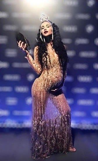Débora Nascimento no Baile da Vogue
