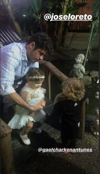 O ator José Loreto com a pequena Bella na festa