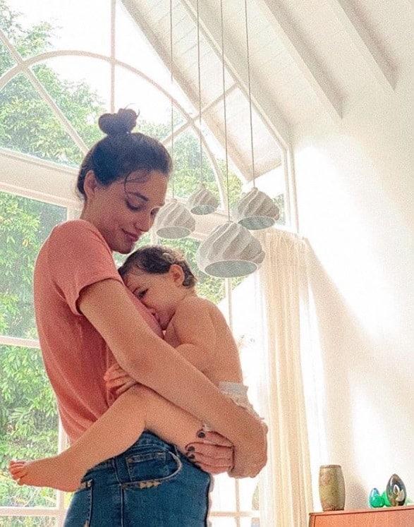 Débora Nascimento e a pequena Bella