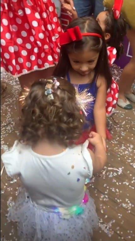 As filhas de Débora Nascimento e Juliana Alves no carnaval