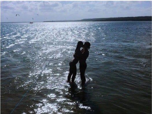 A atriz Débora Nascimento publicou essa foto com o ator José Loreto
